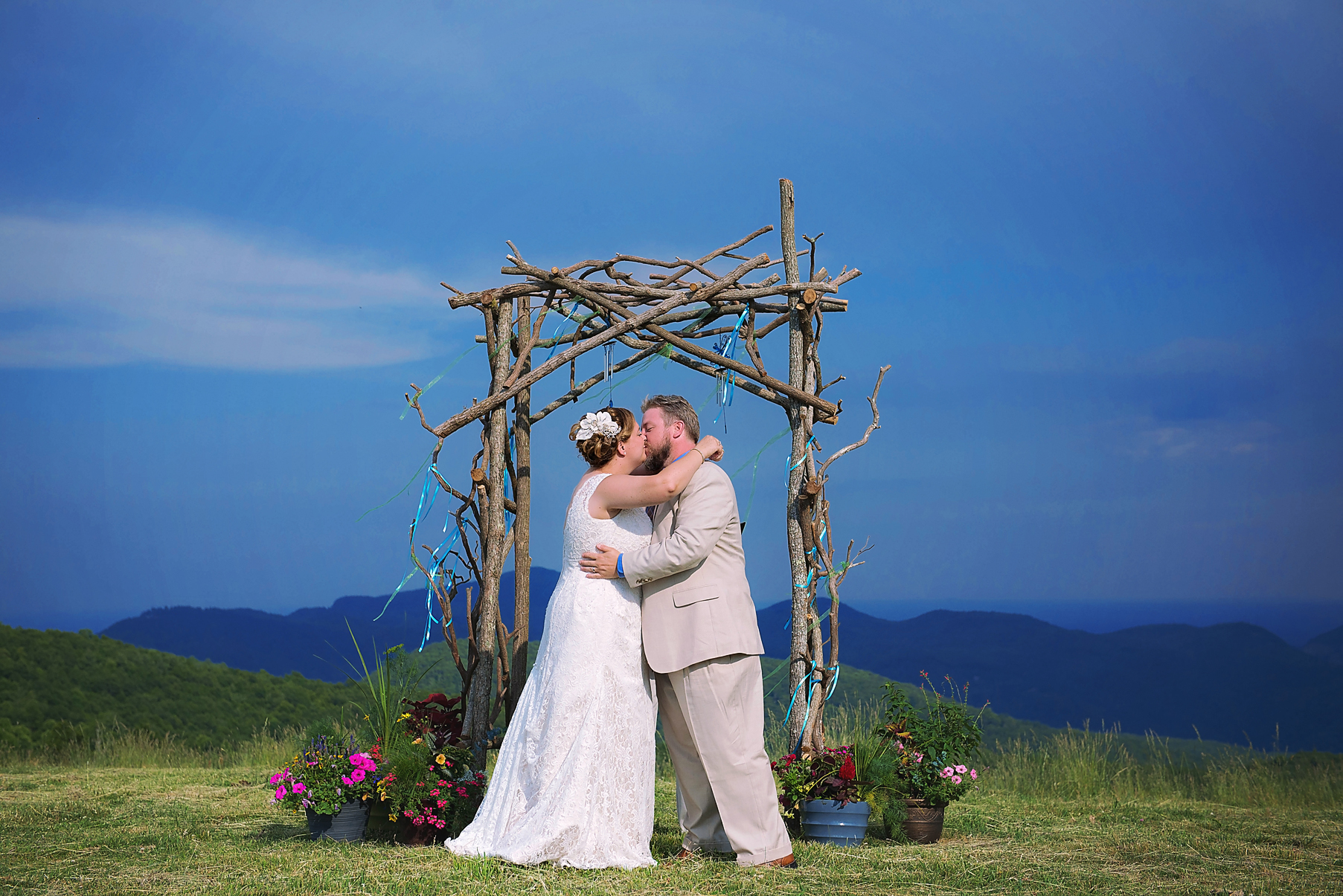 mountain-bride-and-groom-kiss