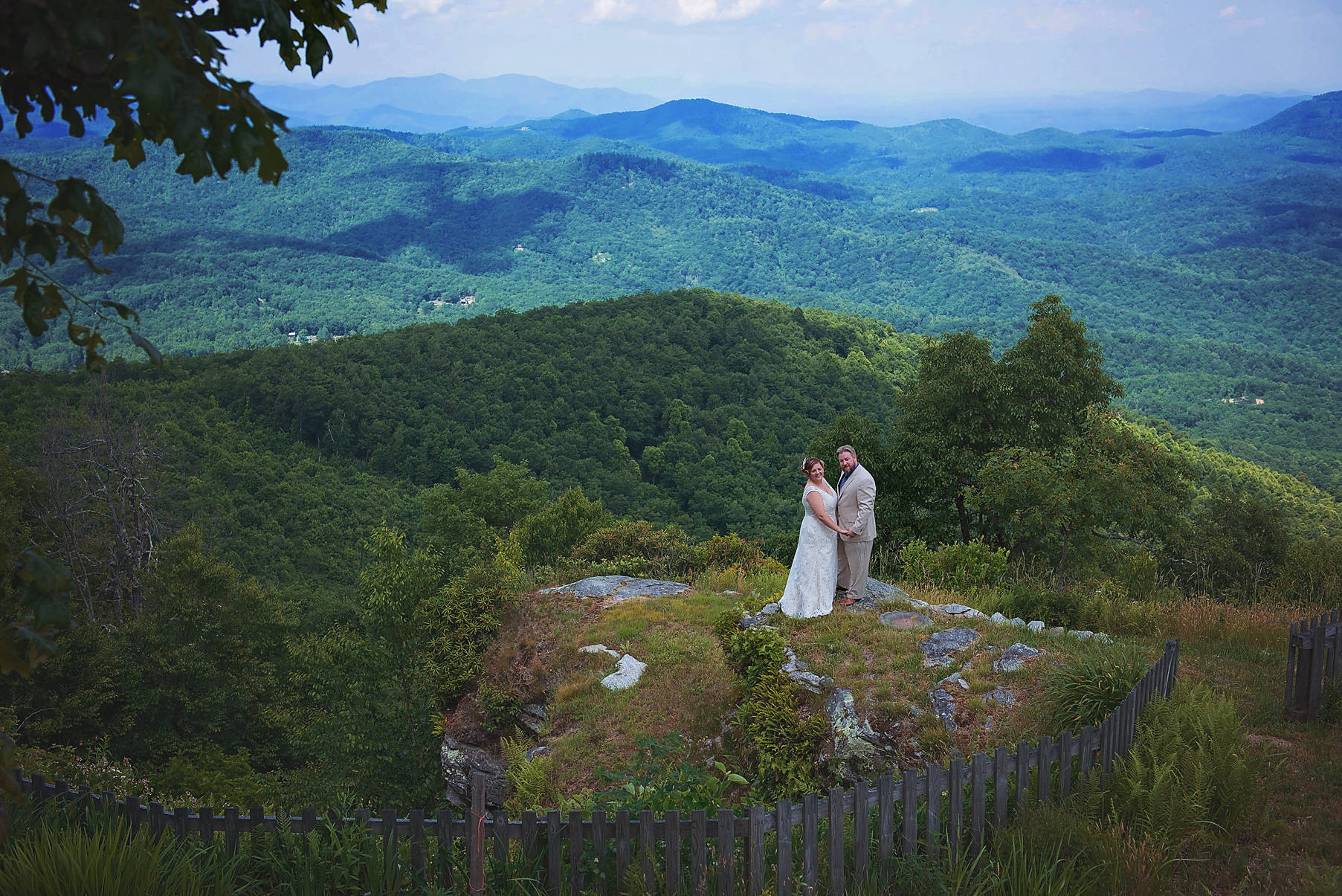 wedding-portrait-bride-groom-mountain