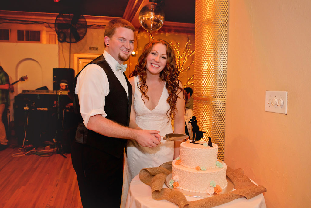 bride-and-groom-cake-cutting