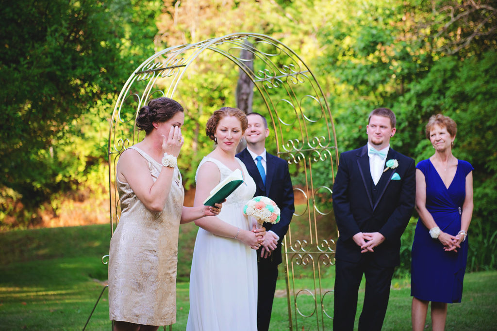 outdoor-wedding-ceremony-candid-photo